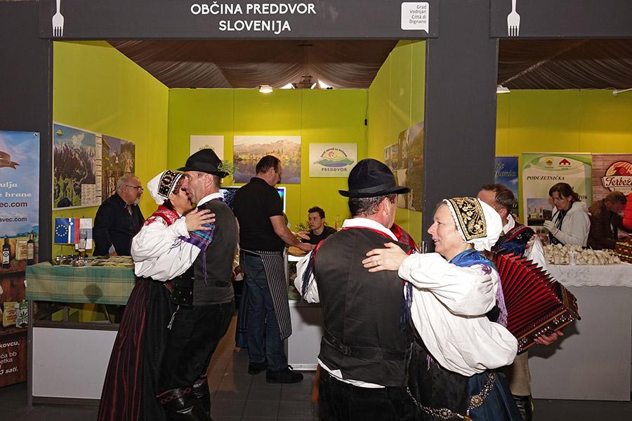 12DMMUa_Slovenski folklor