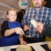 12DMMUa_kusanje sira