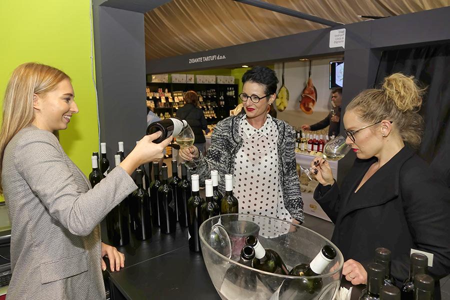 14DMMUa_2 dan_degustacija vina na standu